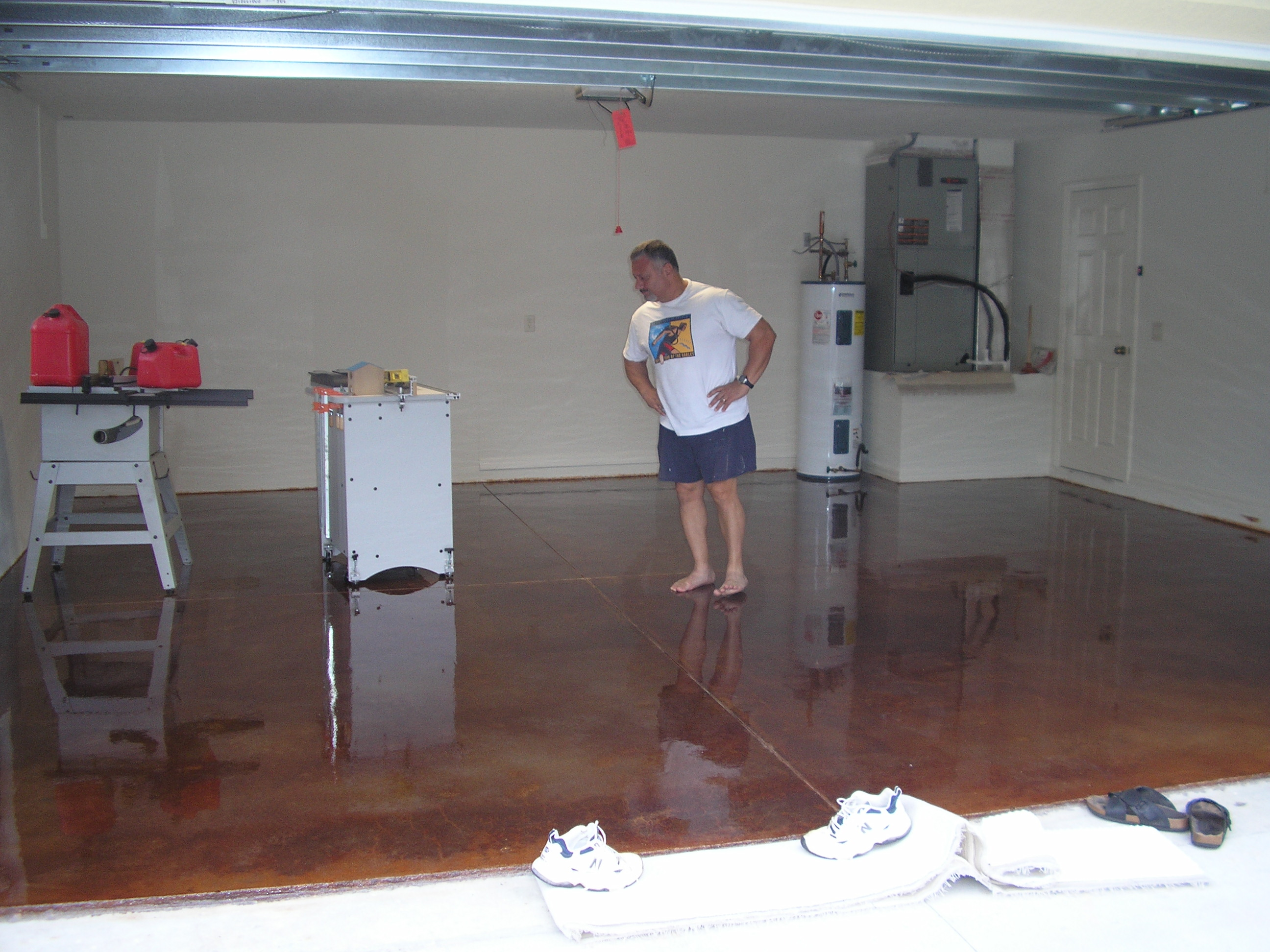 Acid stained concrete floors countertops montavlo garage for Garage ad stains